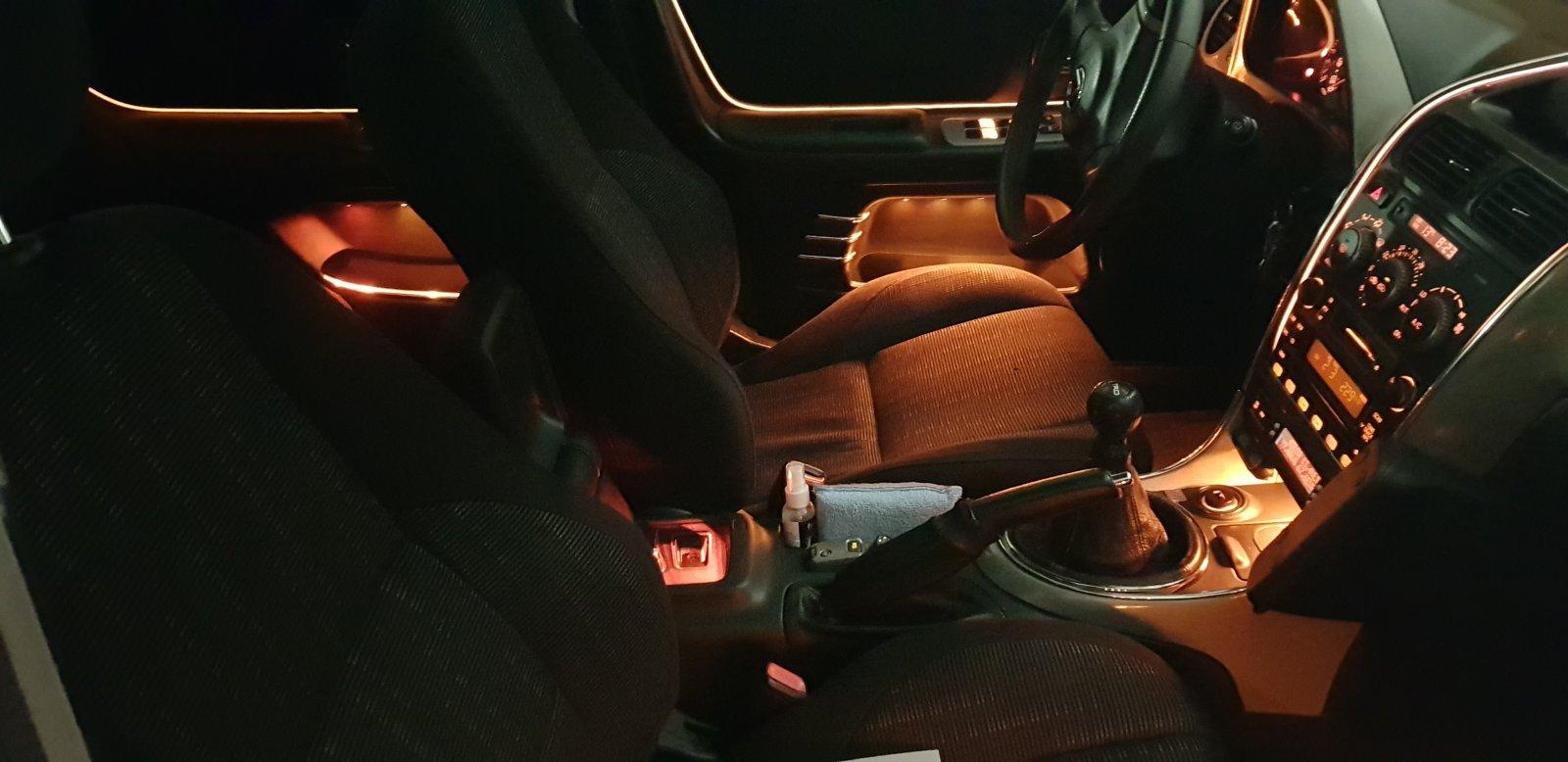 Lexus IS200 Stoffarmlehne natürlich auch beleuchtet